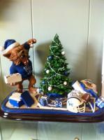 U.K. Wildkat Decorating his Christmas Tree