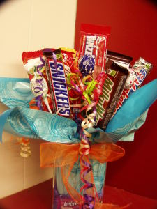 s flowers candy bar bouquet chillicothe oh 45601 ftd