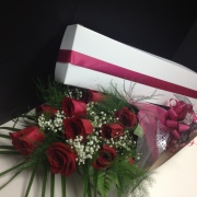 **SPECIAL** Dozen Roses AND CHOCOLATES in a box