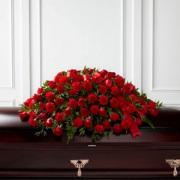 Coussin avec roses rouge et oeillets