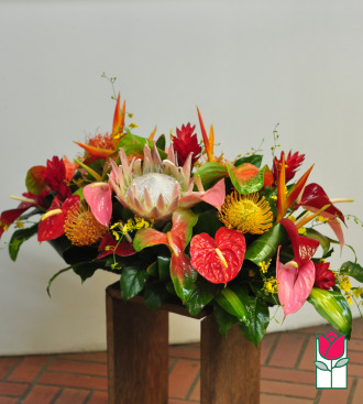 beretania florist makayla centerpiece