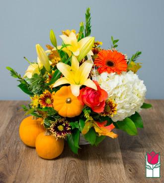 Beretania\'s Deluxe Fall Basket - w/ Mini Pumpkin