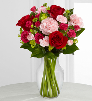 Order roses & carnations for a Valentine\'s Day gift delivered same day to Grand Rapids, Jenison, Byron Center, Zeeland & Walker with Sunnyslope Floral