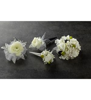 Le bouquet de corsage Septième cielMC de FTD®