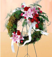 Send fresh flower sympathy wreaths for delivery to funeral homes local and worldwide with Sunnyslope Floral, your locally owned delivery specialists