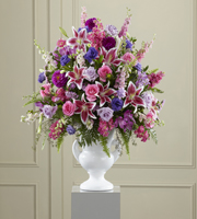 The FTD� Peaceful Tribute� Arrangement