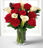 Memorable Moments Bouquet with FREE Vase - 13 Stems