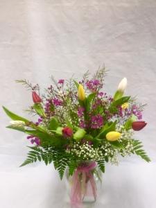 Pequa mixed tulip vase