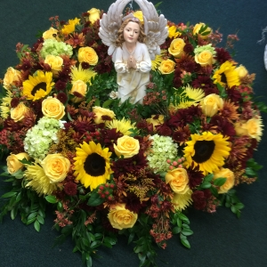 Urn arrangement with small angels