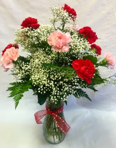 Pequa Valentine\'s Day Carnations Vase