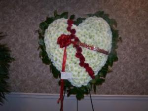 Pequa White Heart with Red Roses