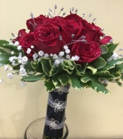 Red Rose Chic Handheld Bouquet