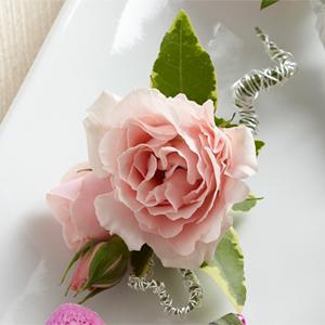 La Boutonnière Rosettes roses de FTD®