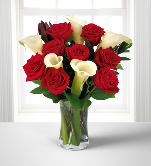 Elegance Bouquet with FREE Vase   Shipped Direct in a Gift Box.