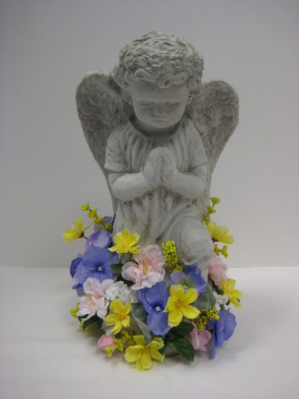 Wreath angel with silk trim on the base