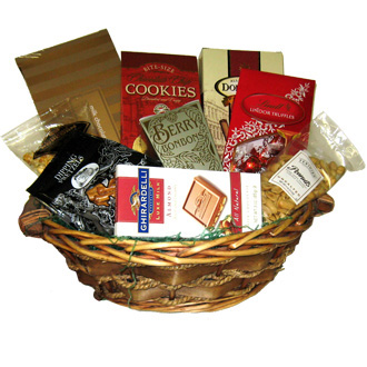 Sweet Tooth Basket, milk chocolage, pretzels, peanuts, cookies, candy, Ghirardelli, Lyndor, gourmet basket