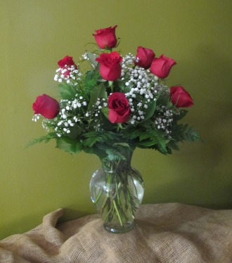 12 Roses Arranged with Baby\'s Breath