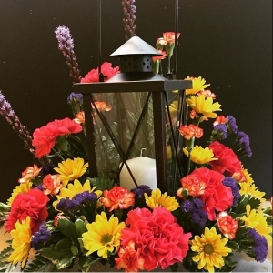 Beacon of Light Lantern Arrangement