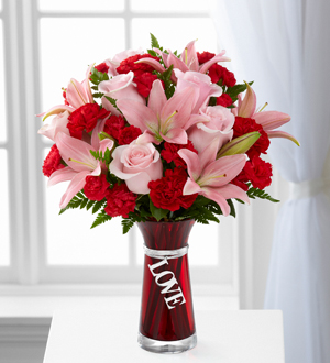 The FTD® Hold My Heart™ Bouquet