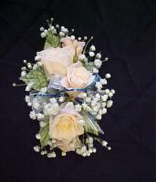 5 Mini Rose Corsage