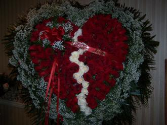 Pequa Red Heart with White Roses