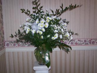 Pequa White Daisy Vase