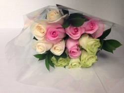 12 STEM ROSE BOUQUET
