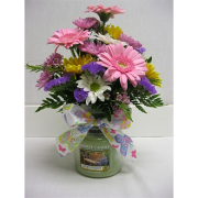 Medium Yankee Candle With Fresh Flowers