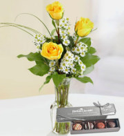 Rose Bud Vase With Dilettante Chocolates