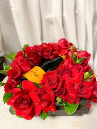 VUEVE AND ROSES