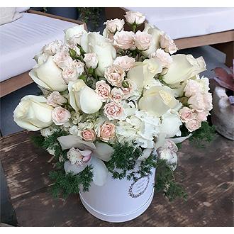 la moonlight beauty flower box delivery