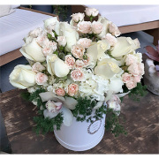 la moonlight beauty flower box delivery