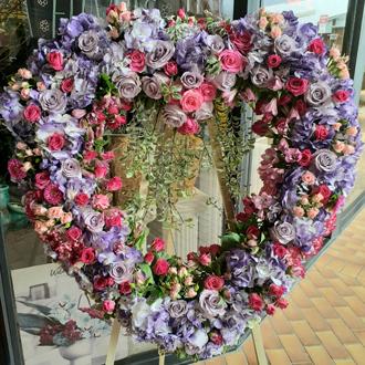 la loving floral heart delivery