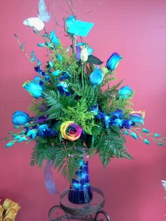12 Rainbow Roses with Cylinder