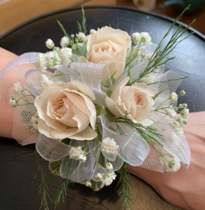 Delicate peace Spray Rose Corsage