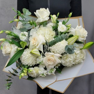 White Dreams Luxury Hand-Tied Bouquet
