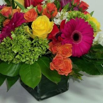 Designer\'s Choice Arrangement of Fresh Flowers
