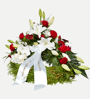 Classic Wreath with Decoration White and Red