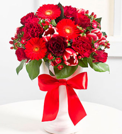 Elegant Bouquet in Red Colors
