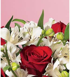 Flowers From Our Heart The Ftd Holiday Florist Designed Bouquet Ftd