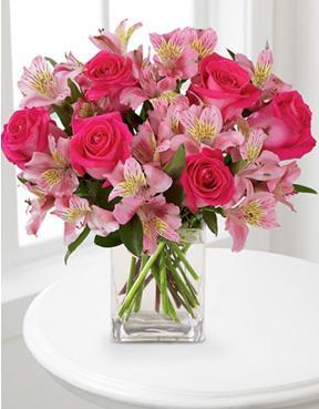 Fleuriste Signe Lucia Scardera Dreamland Pink Bouquet With Vase