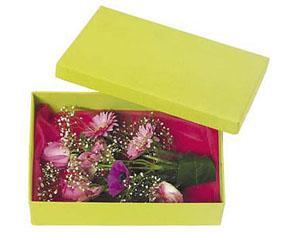 Petite boîte avec des fleurs