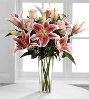 El Ramo de Flores de FTD® Simple Perfección® por BHG®