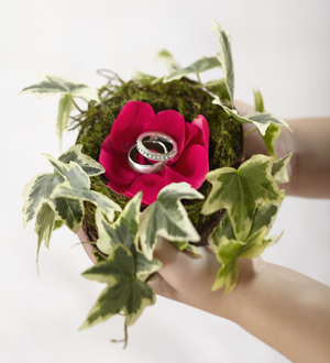 The FTD® Lila Rose™ Ring Nest